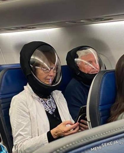 Astronauci w samolocie