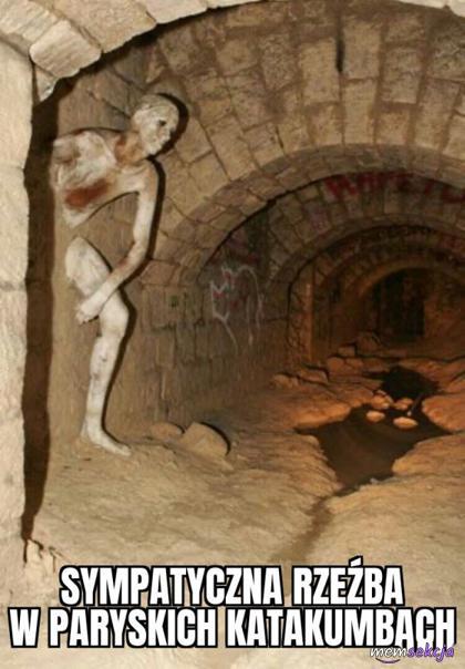 Sympatyczna rzeźba w katakumbach