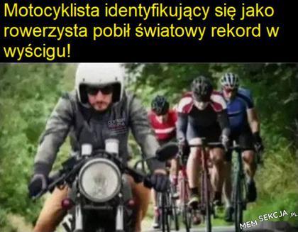 Motocyklista identyfikuje się jako rowerzysta