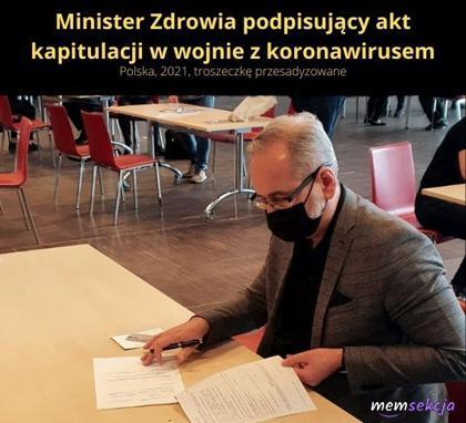 Minister zdrowia podpisujący akt kapitulacji
