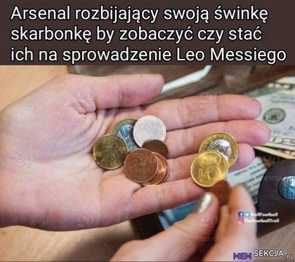 Arsenal rozbijający swoją świnkę skarbonkę