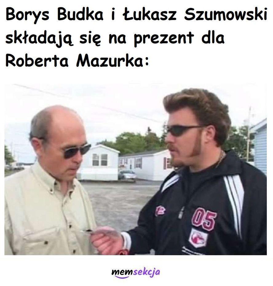 Budka i Szumowski składają się na prezent dla Mazurka. Chłopaki z Baraków. Borys  Budka. Szumowski. Urodziny  Mazurka
