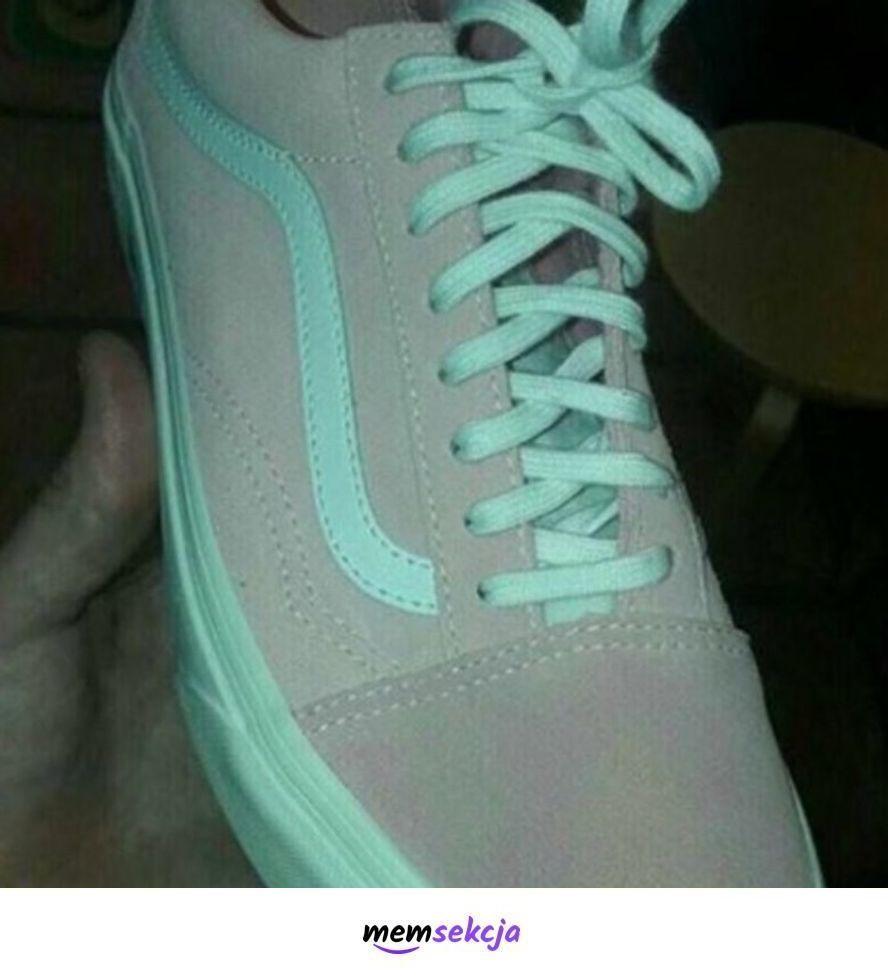 Jakiego koloru jest ten but?. Śmieszne. Buty. Łamigłówka