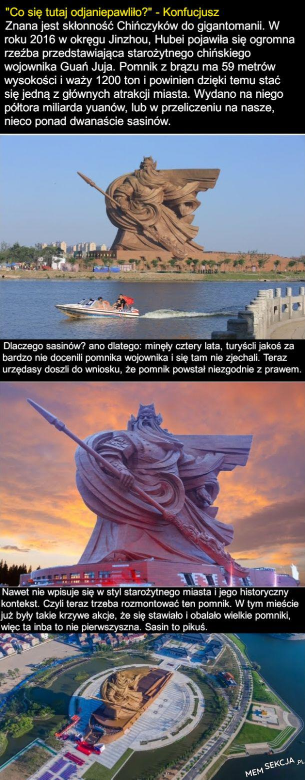 Naprawdę gigantyczny Sasinowy pomnik