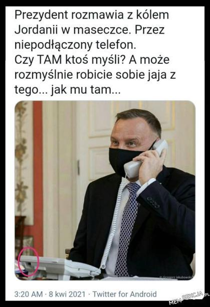 Prezydent rozmawia przez niepodłączony telefon