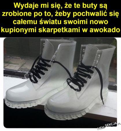 Buty do chwalenia się nowymi skarpetkami. Memy. Buty