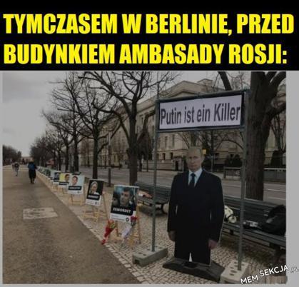 W Berlinie, przed ambasadąRosji
