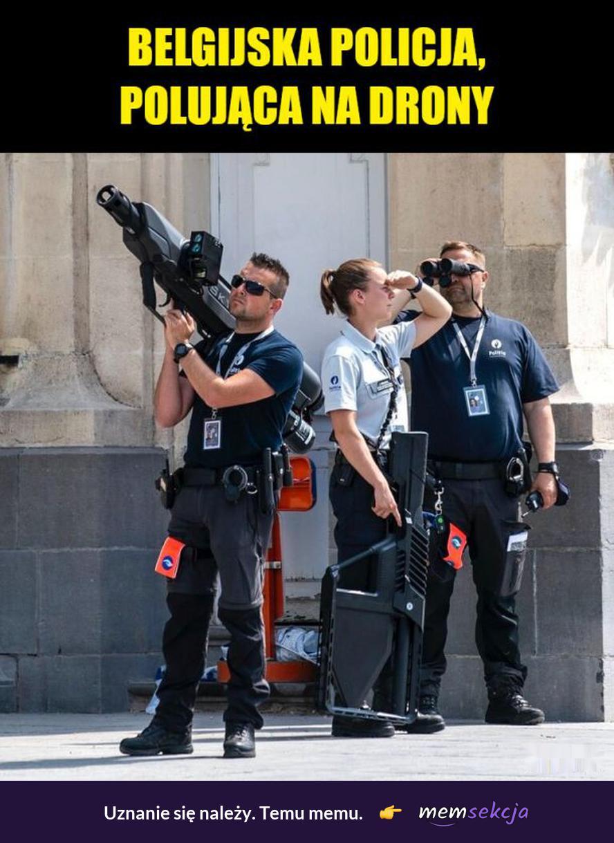 Belgijska Policja, polująca na drony. Śmieszne. Policja. Drony. Belgia