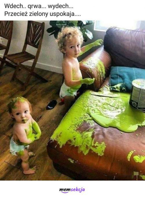 Zielony uspokaja. Śmieszne. Dzieci. Farba